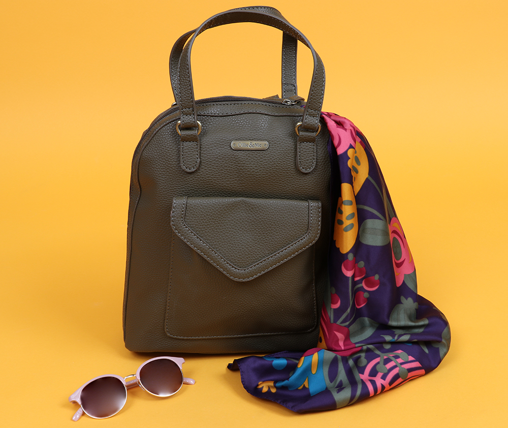Ollie and Nic backpack with Powder accessories